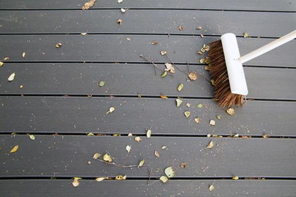 Allgemeine Reinigung der WPC-Terrassendecks