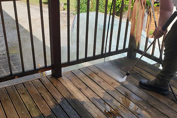 Die allgemeine Reinigung von WPC-Terrassen